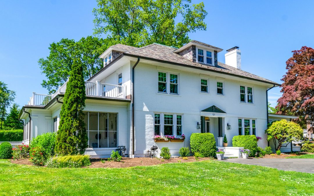 Gutter Installation in Stamford CT: Timeless Appeal