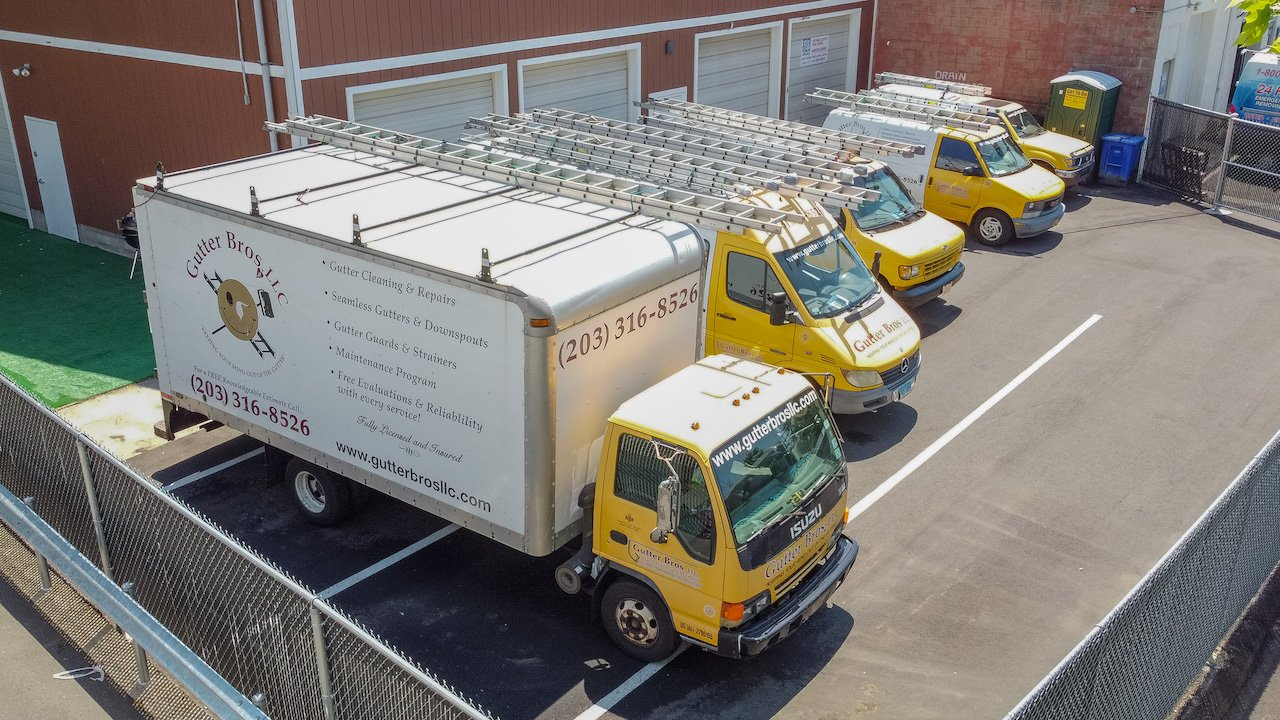 Gutter Bros LLC Gutter Cleaning Service Stamford CT (203) 316-8526